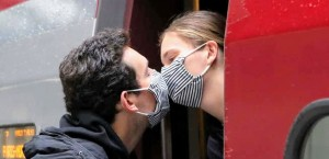 Face-mask-kissing